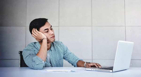 7 Ciri Yang Jadi Pertanda Kamu Sudah Jenuh Dengan Pekerjaan