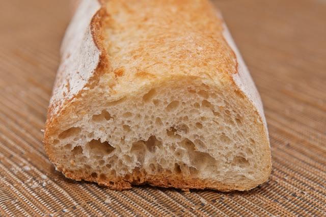 Boulangerie - Boulangerie Yves Gisbert - Marché de Saint-Nazaire - Saint-Nazaire - Pain - Baguette - Baguette à l'ancienne - Baguette tradition - Boulangerie - Tartines - Petit-déjeuner