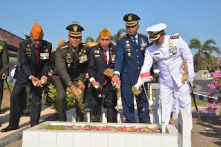 Jelang HUT TNI ke 74, Jajaran TNI Laksanakan Ziarah Nasional di TMP Majeluk Mataram