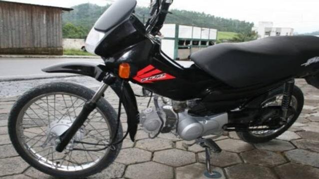 Mulher tem moto furtada no bairro da Liberdade, em Patos