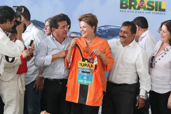 http://www.blogdofelipeandrade.com.br/2016/04/em-serra-talhada-prefeito-do-pt-diz-que.html