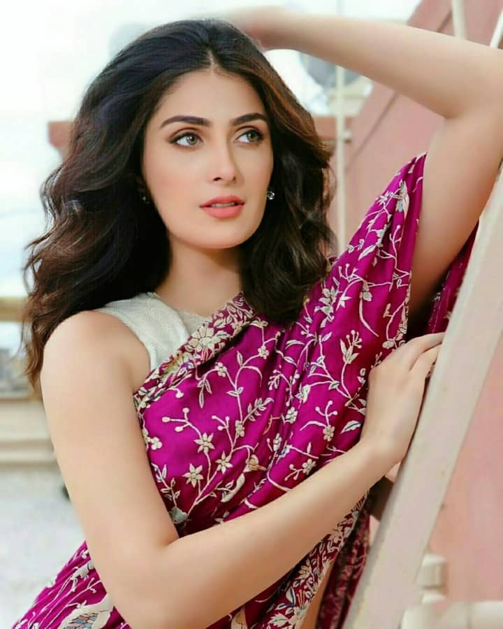 Most Beautiful Ayeza Khan Photos Wallpaper