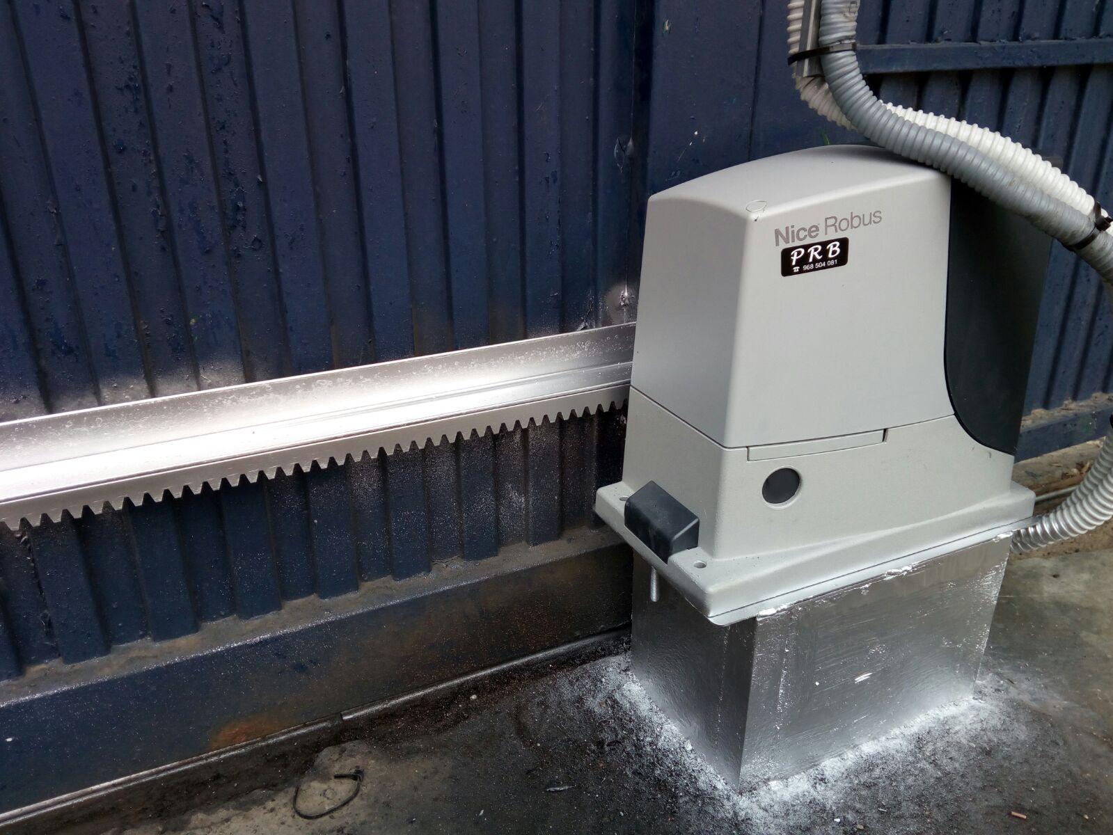 Automatismos prb pesa instalaci n de motor puerta corredera modelo robus 600 en destiler as - Instalacion de puerta corredera ...