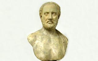 Ο διάλογος Αθηναίων και Μηλίων, που τον έχει διασώσει ο Θουκυδίδης, έχει δραματική επικαιρότητα, όχι μόνο για μας, αλλά γενικότερα για την ανθρωπότητα, που παραστέκεται μάρτυρας πολλών τέτοιων «διαλόγων» (με διάφορες παραλλαγές) ανάμεσα στην πάνοπλη αλαζονεία των ισχυρών και τη θαρραλέα αντιπαράταξη των μικρών λαών.