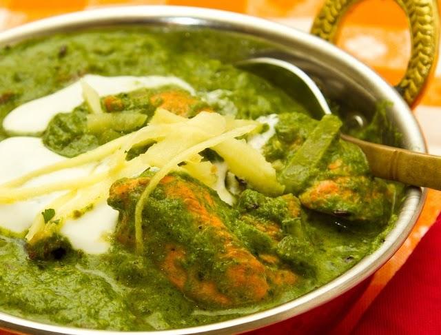 How to make Chicken Saag Wala Recipe