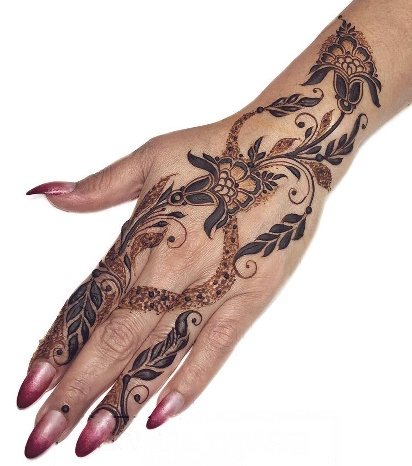 Stylish Flowers Mehndi Designs for Front Hand