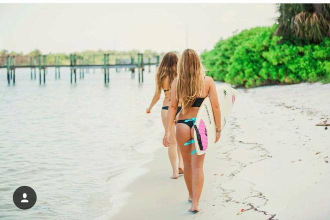 """2 Cô bạn thân xinh đẹp khơi dậy trào lưu """"đi du lịch khắp thế giới cùng cô bạn gái thân 13"""