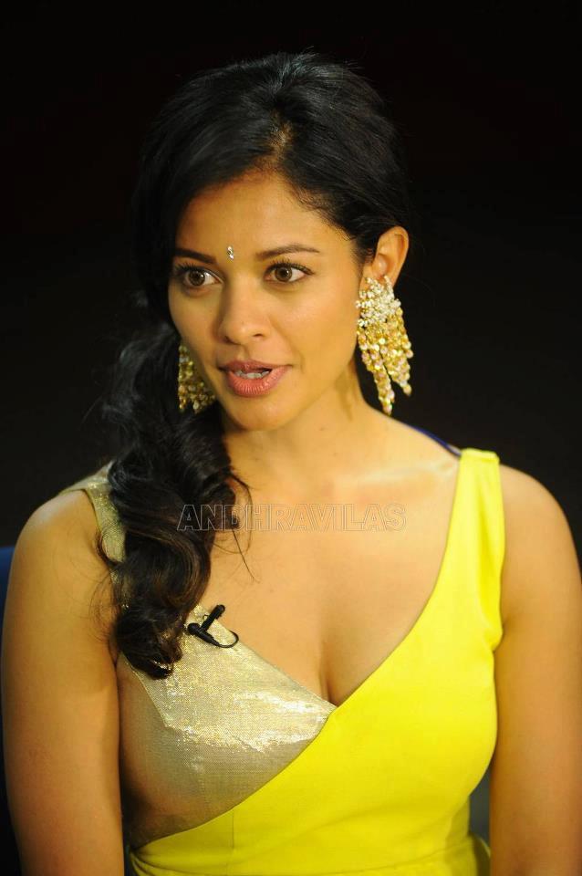 Vidya Balan Very Sexy Photo