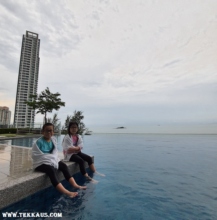 Tanjung Point Residences review-Swimming Pool Infinity Pool