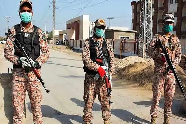 Coronavirus: पाकिस्तान ने सेना को उतारा, चीन ने भेजा डॉक्टरों का दल