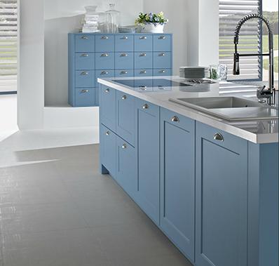 cocina roble claro y azul