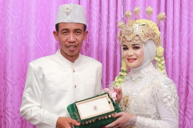 Saya Kaget Lihat di Facebook, Banyak Orang Bilang Suami Saya Mirip Jokowi