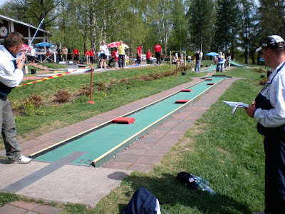 Playing an incredibly long Feltgolf hole in Finland as Steve 'F1' Gow looks on