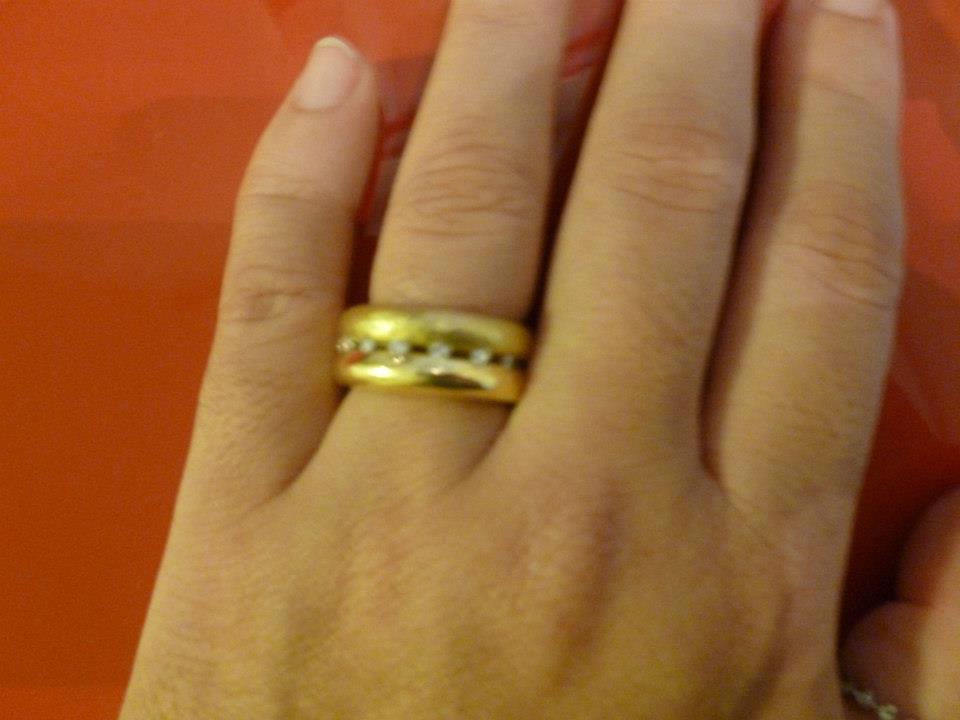 Aliança Ouro amarelo liso e martelado com brilhantes. H Stern R  7200,00 6f342f962b