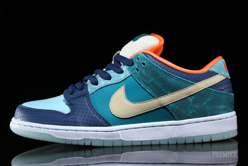 timeless design f0845 e1fb8 Last months exclusive Miami launch, the MIA Skateshop x Nike SB Dunk Low  will finally at other stateside retailers this week. This special limited  edition ...