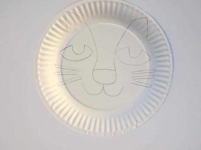 Langkah 1 Membuat Topeng Singa dari Piring Kertas
