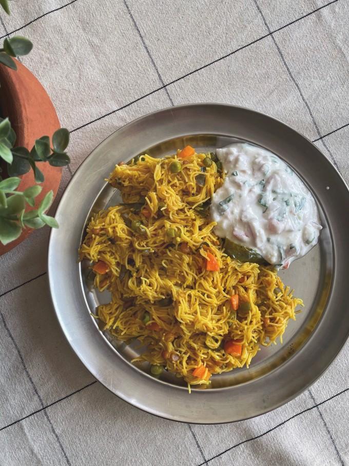 Vermicelli upma served with onion yoghurt raita