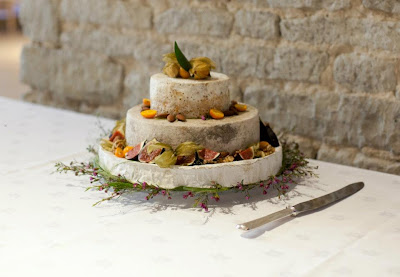 cheese wedding cake oxfordshire ooooh tog dilemma wedding planning discussion forums 12604
