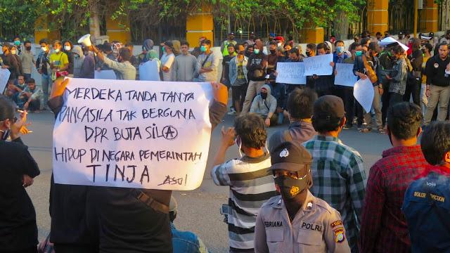 Protes Mahasiswa di Yogyakarta: Rezim Jokowi Tak Bisa Dipercaya!