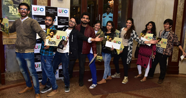 Fans during the SRK - Raees launch