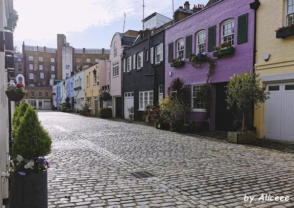 Paddington-Mews-colorful-houses