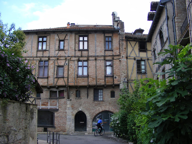 Medieval building, Cahors, Lot, France. Photo Loire Valley Time Travel.