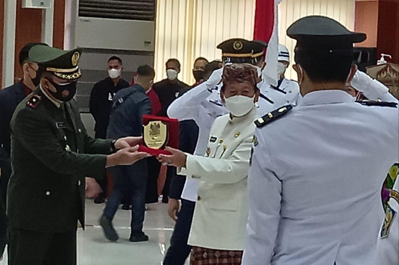 Danramil 410-04TKT Kodim 0410KBL Mayor Inf Sutoto, menghadiri sidang paripurna istimewa purna tugas Wali Kota Bandar Lampung masa jabatan 2016 - 2021.