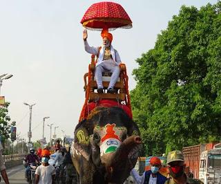 हाथी पर सवार होकर जब पीएम मोदी निकले बिहार की सड़कों पर, देखते रह गए लोग