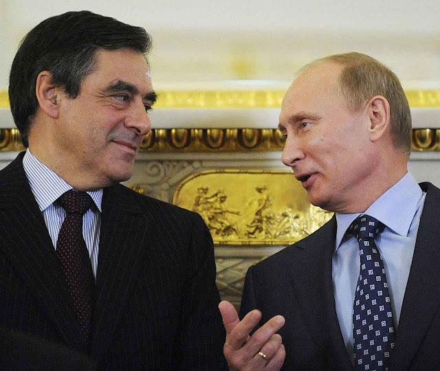 Putin quer seduzir políticos ocidentais de recente conversão a posições 'cristãs'. Na foto com François Fillon, então ministro de Relações Exteriores da França.