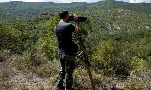 «Το χωριό Χαραυγή είναι στα σύνορα όμως δεν υπάρχει συρματόπλεγμα ή άλλο εμπόδιο που σηματοδοτεί στην συνοριακή γραμμή» σημειώνεται.