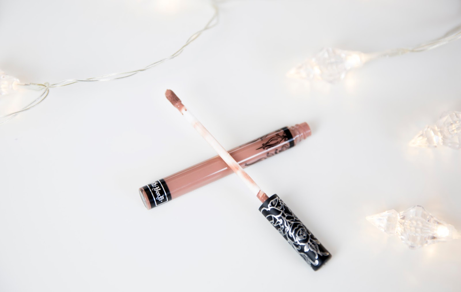 review-kat-von-d-liquid-lipstick-in-bow