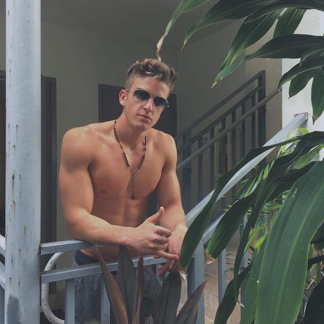 adorable-shirtless-summertime-boys-sunglasses-hipster-skinny-dude