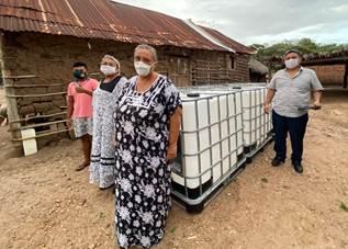hoyennoticia.com, Cerrejón entrega tanques para almacenar agua