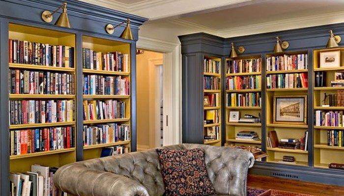 घर में एक विषयगत पुस्तकालय का निर्माण करें