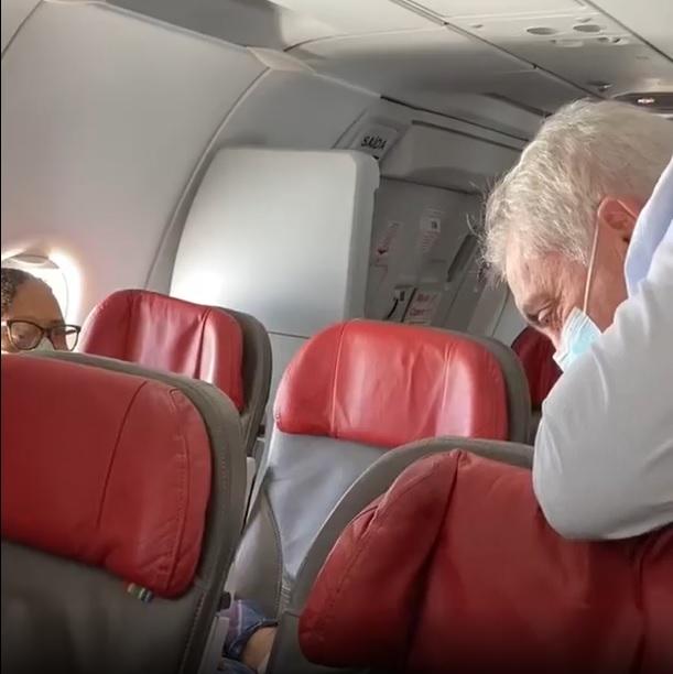 Senador Otto Alencar presta socorro à passageiro em voo