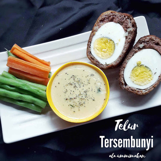 Telur Tersembunyi (Scotch Eggs) dengan saus keju