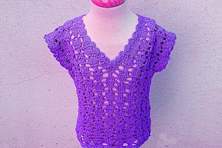 7 - Crochet IMAGEN Blusa para niña con puntada de corazones. MAJOVEL