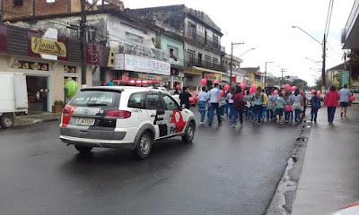 POLÍCIA MILITAR PRESENTE NA CAMINHADA CONTRA A VIOLÊNCIA EM PARIQUERA-AÇÚ
