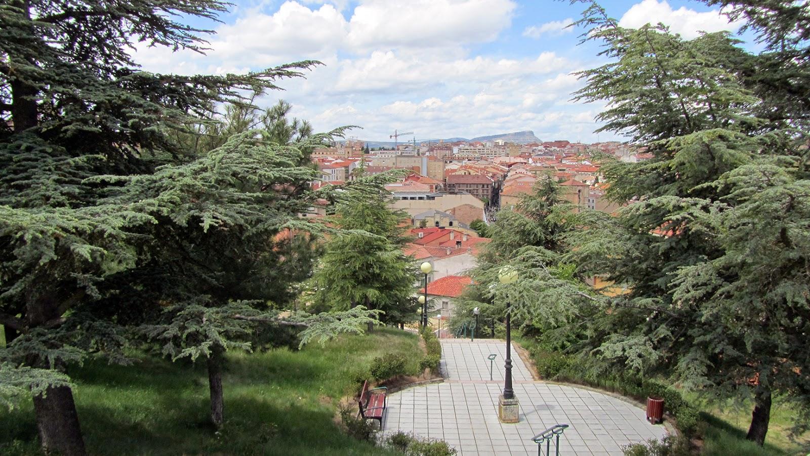 Escaleras hacia el Parque del Castillo en Soria_ameiseblog