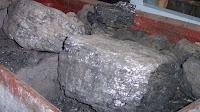 """Steinkohle aus dem Bergbau, sogenannte """"Press-Stein-Kohle"""", benannt nach dem Erfinder Charles Thomas Press. Eignes Bild.Foto:  de:Benutzer:Stahlkocher, Creative Commons Attribution-Share Alike 3.0 Unported"""