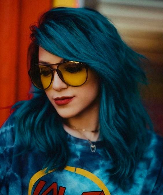 Funky and Stylish Girl dp