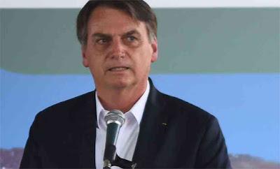 Bolsonaro volta a atacar Congresso