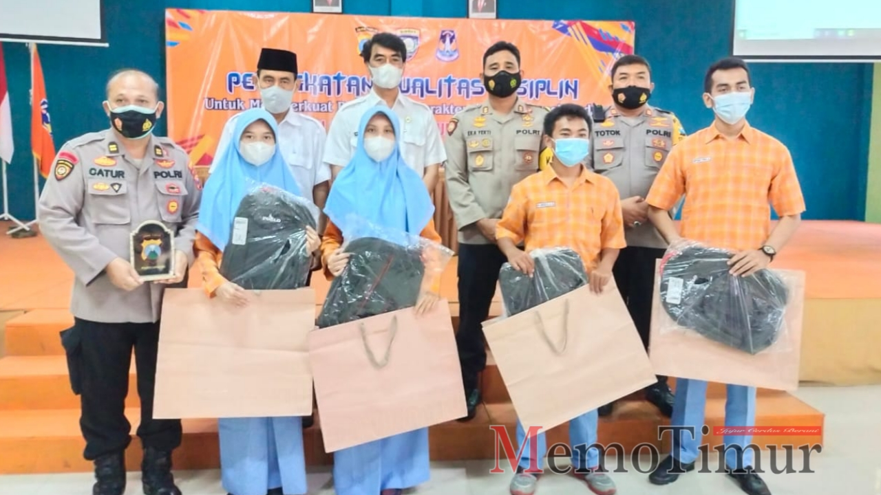 Sat Binmas Lakukan Pembinaan Penguatan Karakter di SMA N 2 Lumajang