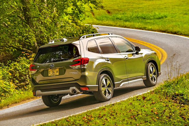 Rear 3/4 view of 2019 Subaru Forester Touring