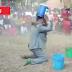 VIDEO:Mwimbaji wa Gospel Mbeya Akiimba kwa Kujimwagia Matope na Kujipiga Matofali