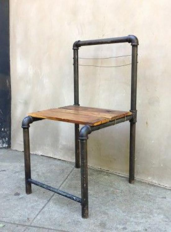 Desain dingklik unik menggunakan pipa besi bekas