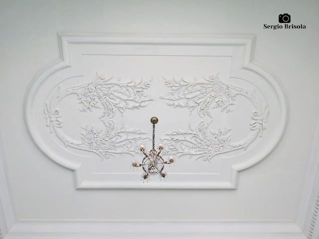 Palacete Violeta (lustre e adornos da escadaria)