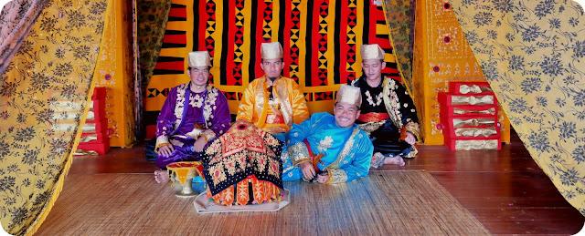 Pakaian+Adat+Minangkabau+Istana+Pagaruyung