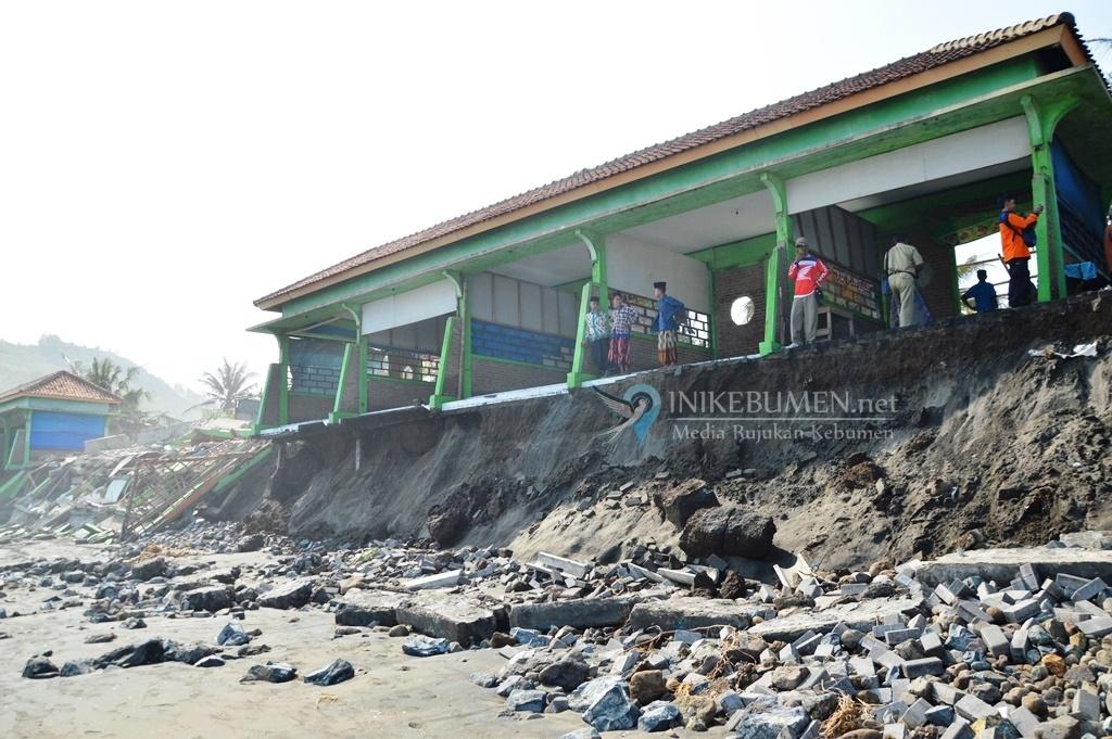 Kerugian Akibat Abrasi Pantai Suwuk Capai Rp 3 Miliar Lebih