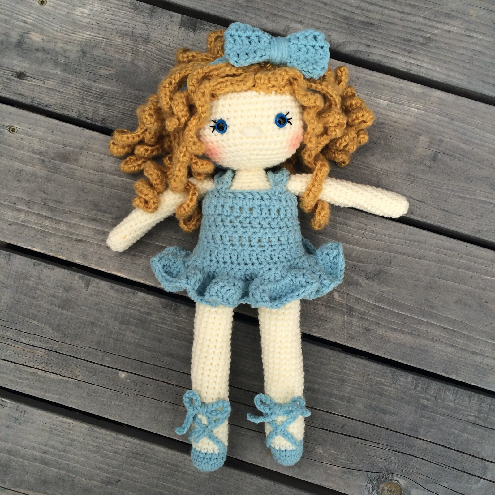 Little lady doll crochet pattern - Amigurumi Today | 1600x1600